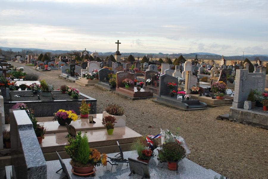 Photographie du cimetière de Saint-Jean-le-Vieux dans l'Ain
