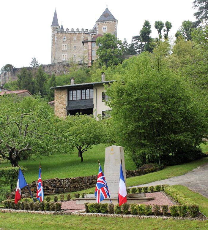 Photo de la stèle commémorative des aviateurs anglais tombé à Saint-Jean-le-Vieux dans l'Ain