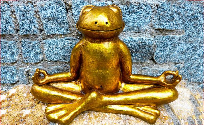 Image d'une statuette de Yoga en forme de grenouille